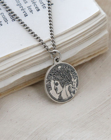 coin necklace (one color)